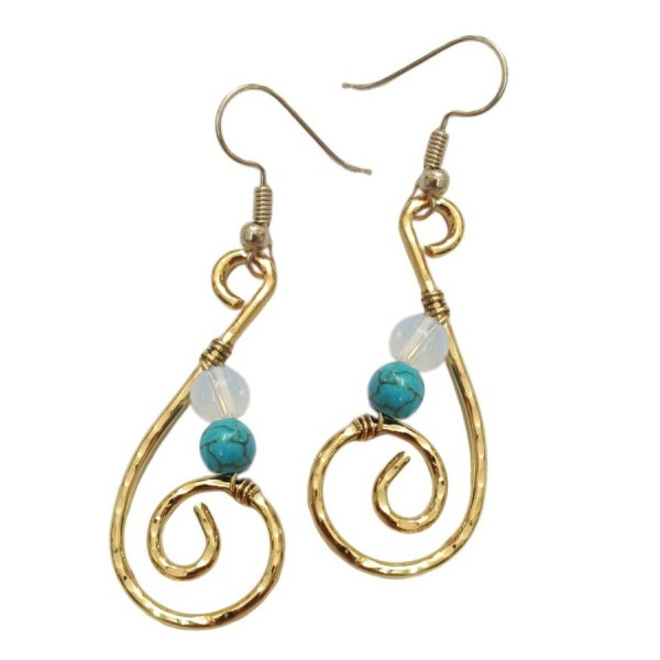 Earrings with metal elements, semi-precious stones and turquoise colored pearls