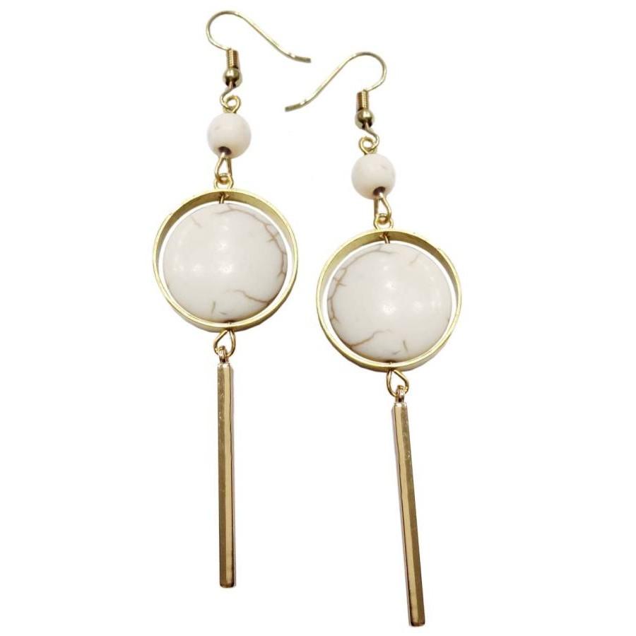 Earrings with metal elements and ekru colored pearls