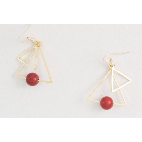 Earrings with metal elements and coral colored pearls